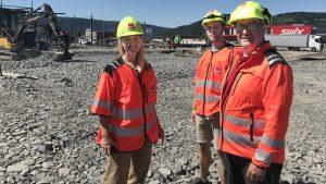 Hilde Kynningsrud og representanter fra Veidekke på befaring på tomta i Lillehammer